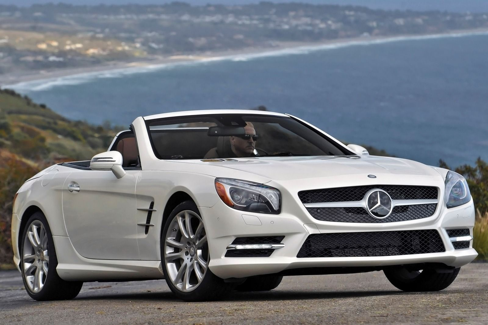 Image gallery 2015 mercedes sl 400 for Mercedes benz sl550 price